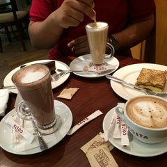 Photo taken at Costa Coffee | كوستا كوفي by Abdulaziz A. on 8/13/2014