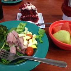 Photo taken at Golden Corral by fangnoii on 3/30/2014