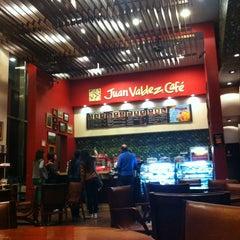 Photo taken at Juan Valdez Café by Saldana F. on 4/7/2013