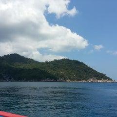 Photo taken at เกาะนางยวน รีสอร์ท | Koh Nang Yuan Dive Resort by Zuzuran W. on 4/5/2015