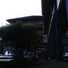 Photo taken at Universitas Islam Bandung (UNISBA) by Sella O. on 3/22/2013