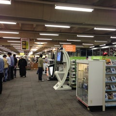 Photo taken at Jarir Bookstore   مكتبة جرير by Saleh on 12/28/2012