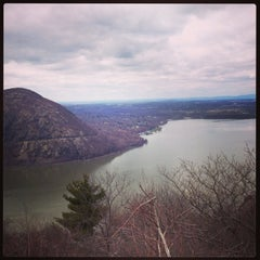 Photo taken at Breakneck Ridge by Saaya Y. on 4/13/2013