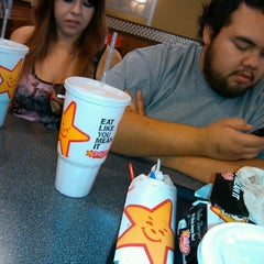 Photo taken at Carl's Jr. / Green Burrito by Verenise D. on 4/21/2013
