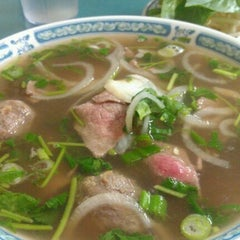 Photo taken at Phở Tô Châu by Angie C. on 9/2/2011