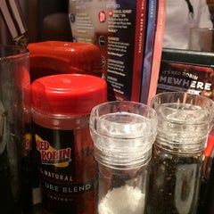 Photo taken at Red Robin Gourmet Burgers by Mamdooh A. on 12/13/2014