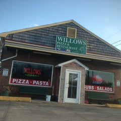 Photo taken at Willows Pizza & Restaurant by Danilo S. on 3/30/2013