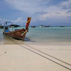 Photo taken at Phi Phi Natural Resort by Jin Ngee C. on 5/31/2015