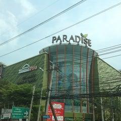 Photo taken at Paradise Park (พาราไดซ์ พาร์ค) by Tony C. on 2/8/2013