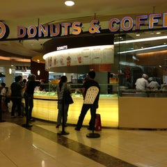 Photo taken at J.CO Donuts & Coffee by Romeo L. on 1/14/2013