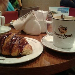 Photo taken at Gloria Jean's Coffees by Виктория К. on 1/2/2013
