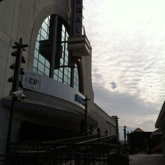 Photo taken at Regal Cinemas Pointe Orlando 20 & IMAX by Arielle L. on 2/16/2013