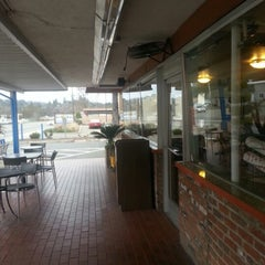 Photo taken at Tom's Burger & Frosty by Elizabeth B. on 1/23/2013