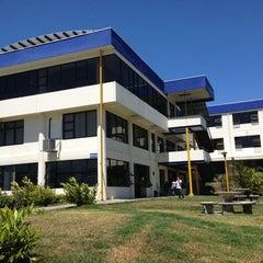 Photo taken at Universidad Fidélitas by Esteban R. on 2/16/2013