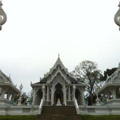 Photo taken at วัดแก้วโกรวาราม (Wat Kaew Korawaram) by E29TGA A. on 12/16/2011