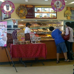 Photo taken at Dunkin' Donuts by syaifullizam y. on 5/27/2013