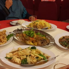 Photo taken at Downtown KLIA Seafood Restaurant (Chinese Seafoods Muslim Cuisine) by Maisara Hani M. on 2/3/2015