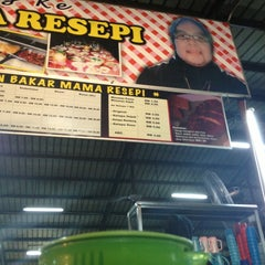 Photo taken at Ikan Bakar Mama Resepi by Azrie A. on 2/5/2013