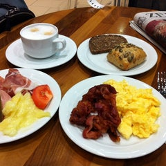 Photo taken at Lufthansa Welcome Lounge (Arrival Lounge) by David H. on 11/14/2013
