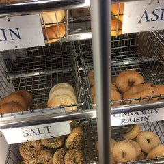 Photo taken at Roland Park Bagel Co. by Robert T. on 12/22/2014
