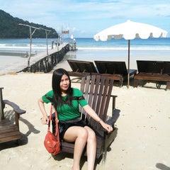 Photo taken at The Beach Natural Resort (เดอะบีช เนเจอรัล รีสอร์ท) by Annie L. on 5/26/2013