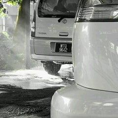 Photo taken at Car Wash Pioneer by Abdullah I. on 1/6/2013