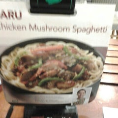 Photo taken at Pizza Hut by Renathaleea L. on 1/15/2013