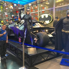 Photo taken at DC Comics Super Heroes by Nix J. on 2/22/2016