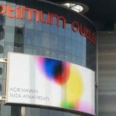 Photo taken at Optimum Outlet by Bülent Y. on 9/13/2013