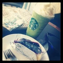 Photo taken at Starbucks (สตาร์บัคส์) by Pochara A. on 10/4/2012