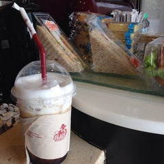 Photo taken at Black Canyon Coffee (แบล็คแคนยอนคอฟฟี่) by gojiiberry on 2/23/2014
