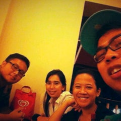 Photo taken at Pizza Hut by fransisca l. on 9/17/2012