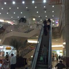 Photo taken at Shopping Eldorado by Jean M. on 4/2/2013