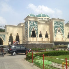 Photo taken at Masjid At-Taubah by Dian I. on 3/28/2013