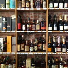Photo taken at Discovery Wines by Emily M. on 10/12/2013