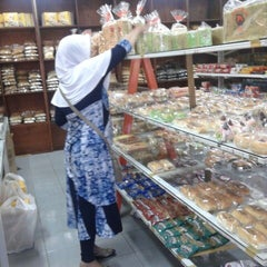 Photo taken at LEMONA BAKERY 2 by Fityan A. on 4/28/2013