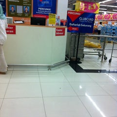 Photo taken at Tesco by Luq'man on 1/25/2013