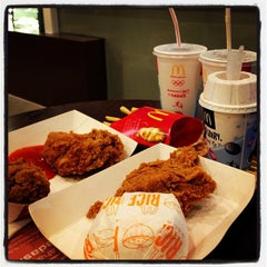 Photo taken at McDonald's / McCafé by dhanny r. on 2/22/2013