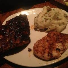 Photo taken at Outback Steakhouse by Che A. on 6/13/2013
