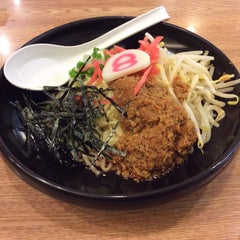 Photo taken at Hachiban Ramen (ฮะจิบัง ราเมน) by Tonoak J. on 6/15/2014