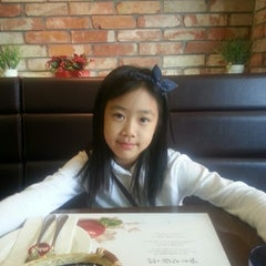 Photo taken at nilli pasta & pizza by Hyun Kyu M. on 10/19/2013