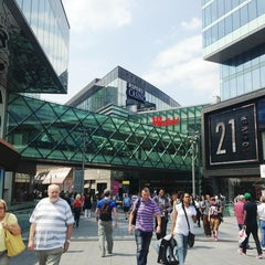 Photo taken at Westfield Stratford City by Joselyn O. on 7/5/2013