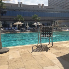 Photo taken at Hilton Pool by Elcin E. on 10/10/2015