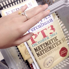 Photo taken at Popular Bookstore by Intan Haslinda A. on 11/25/2014