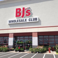 Photo taken at BJ's Wholesale Club by Michael P. on 7/14/2013