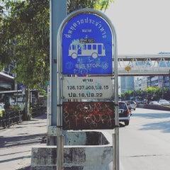 Photo taken at แยกห้วยขวาง (Huai Khwang Intersection) by Mark P. on 11/29/2015