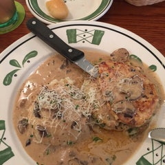 Photo taken at Olive Garden by Mary Catherine J. on 9/25/2015