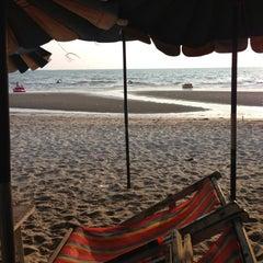 Photo taken at หาดบางแสน (Bang Saen Beach) by Radamanee S. on 2/7/2013