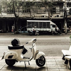 Photo taken at แยกยมราช (Yommarat Intersection) by Ando A. on 3/2/2015