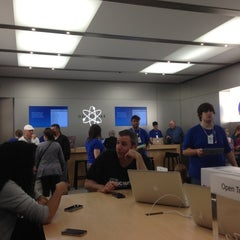 Photo taken at Apple Store, Providence Place by Luke T R. on 9/29/2012